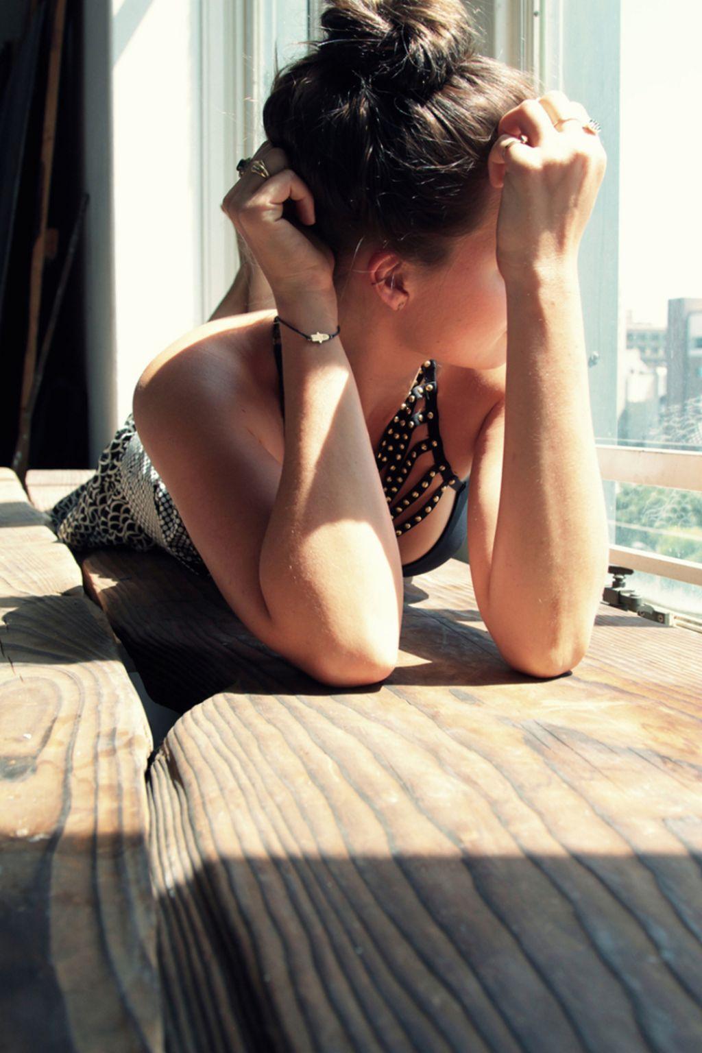 Fall Leave Wallpaper Margot Robbie Photoshoot 2014 By Gemma Pranita