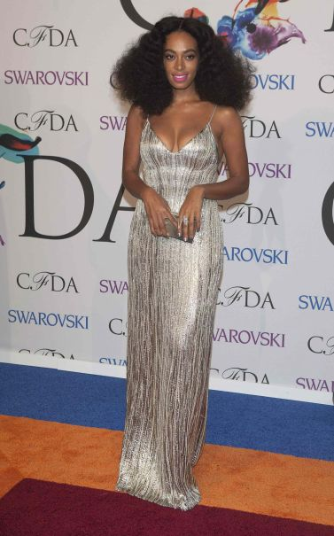 https://i0.wp.com/celebmafia.com/wp-content/uploads/2014/06/solange-knowles-2014-cfda-fashion-awards_3.jpg?resize=377%2C605