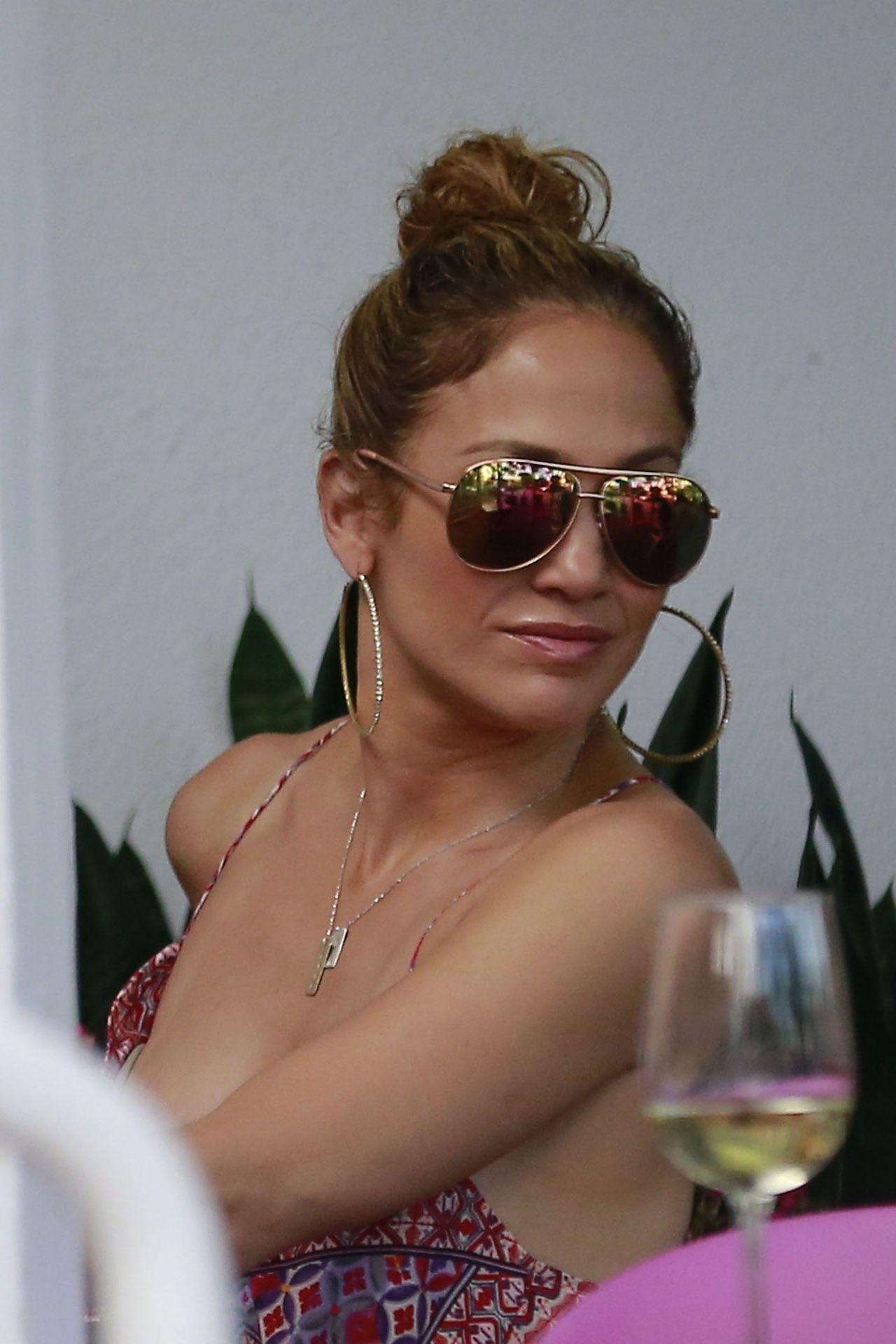 Jennifer Lopez  Leah Remini  Shopping at Fred Segal in