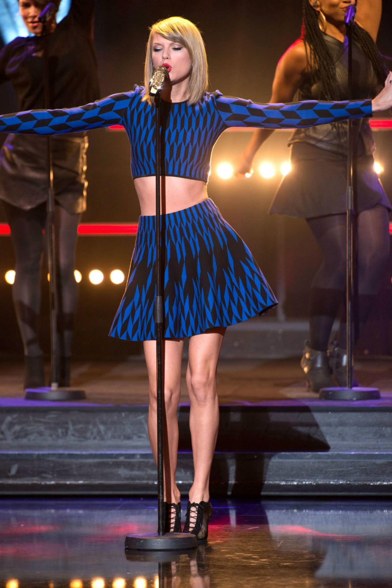 Taylor Swift Performs On Le Grand Journal In Paris