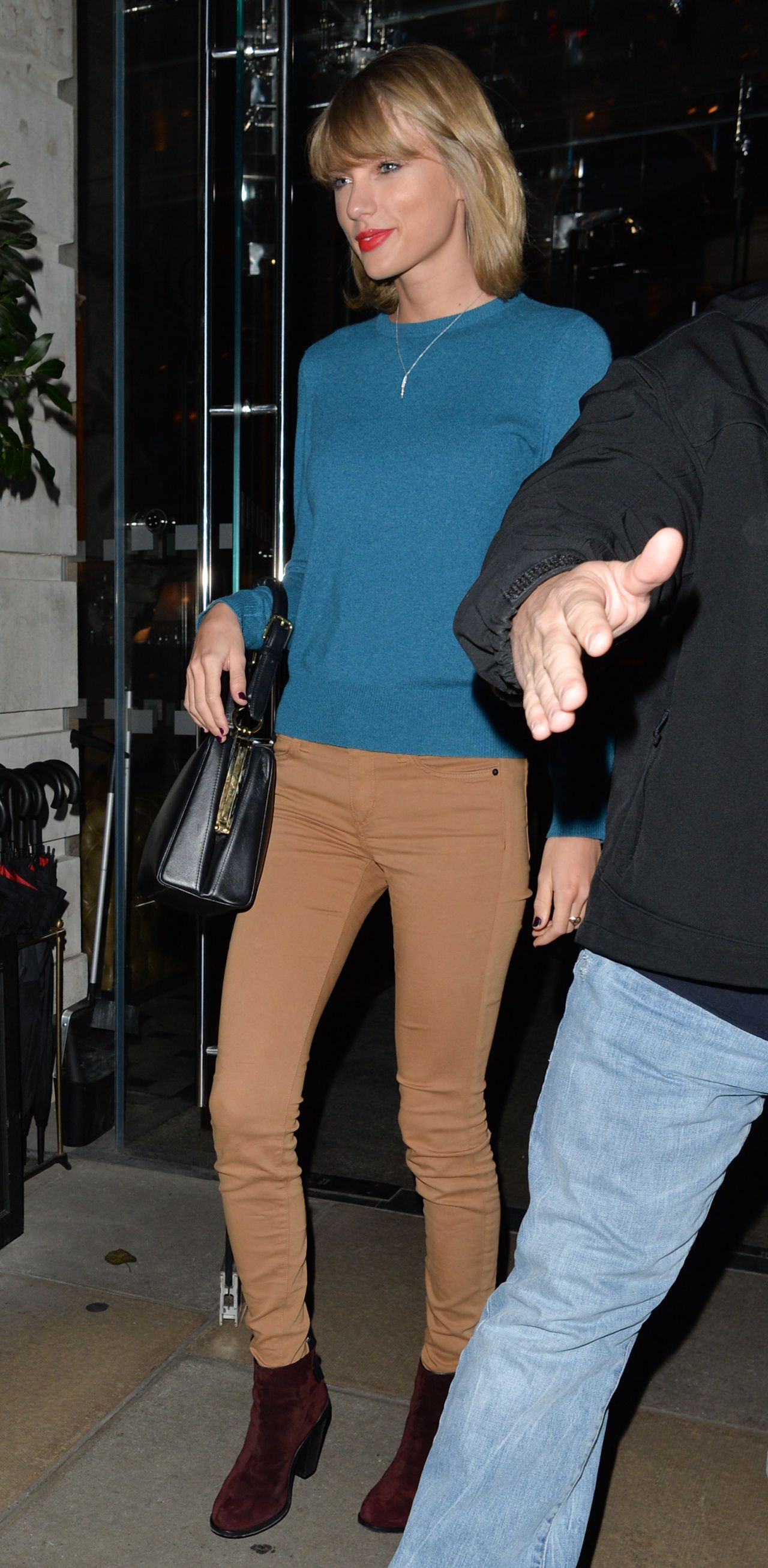 Taylor Swift Casual Style  Leaving a Hotel in London  November 2014