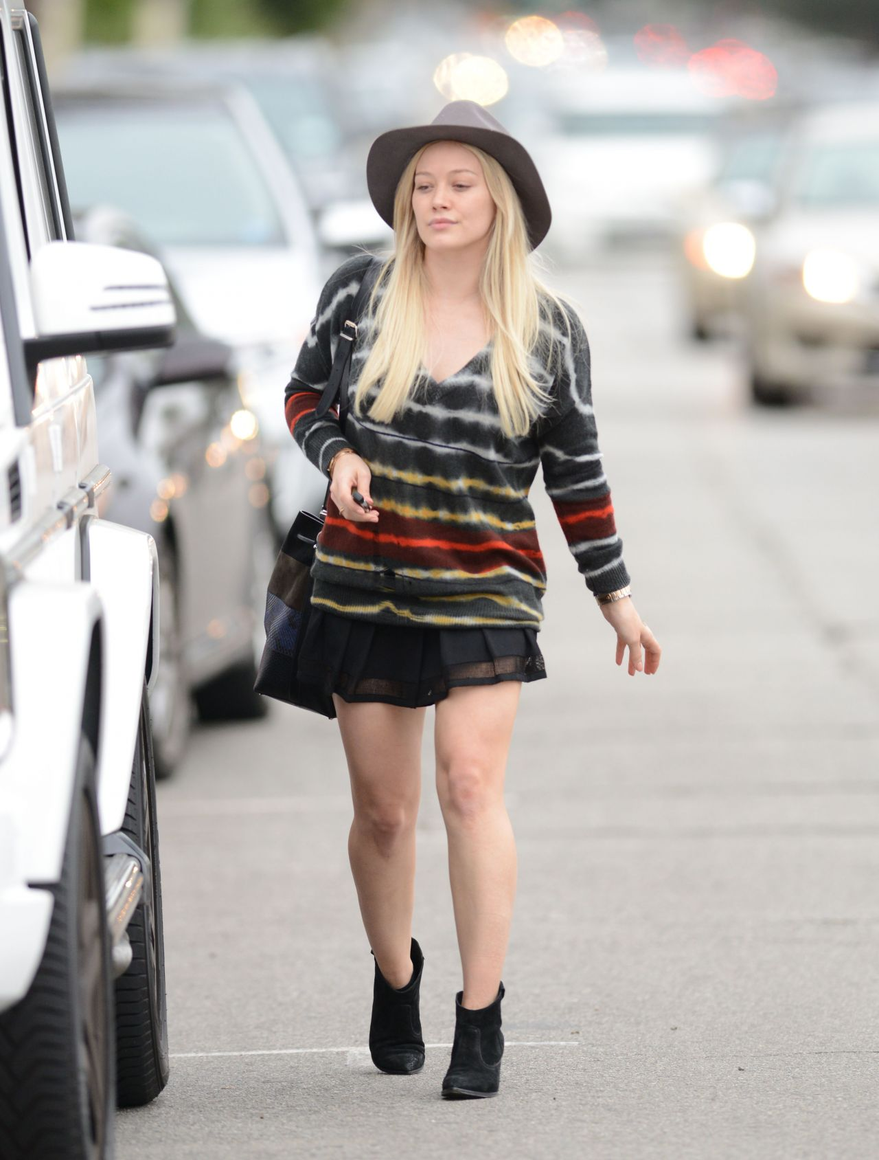 Hilary Duff Shows Off Her Legs In Mini Skirt Out In Los
