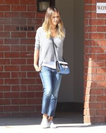 Jessica Alba Casual Style - Coldwater Canyon Park In