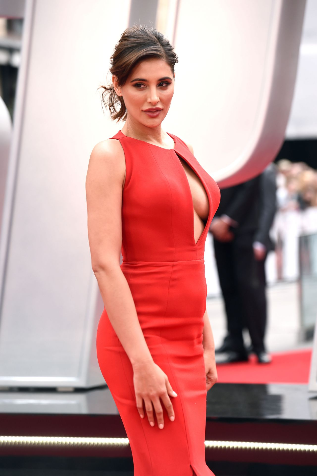 Cute Small Girl Wallpapers For Facebook Nargis Fakhri Spy Premiere In London