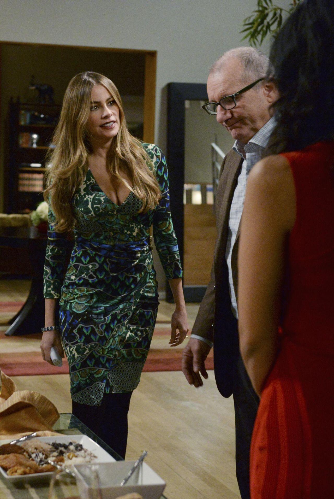 Sofia Vergara  Modern Family Season Six HQ Promos  Stills  BehindTheScenes