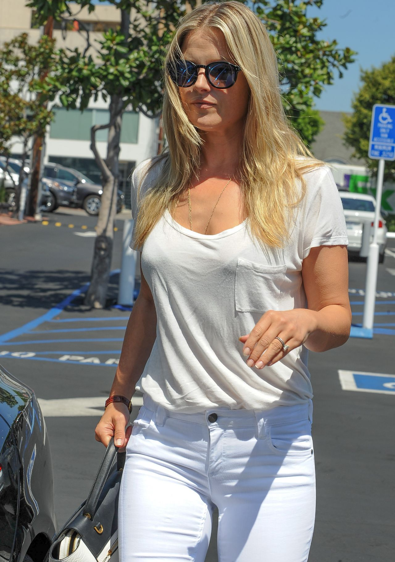 Ali Larter Casual Style  Leaving Fred Segal in West