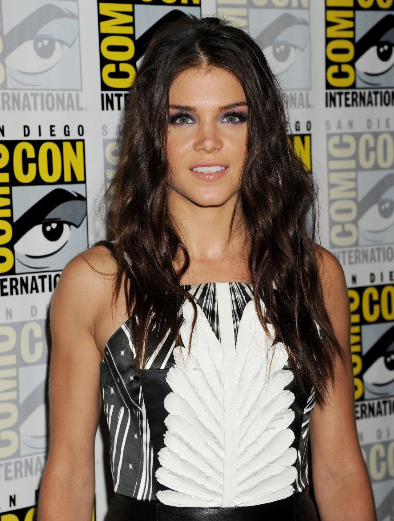 Wallpaper Falling Skies Marie Avgeropoulos The 100 Press Line At Comic Con In