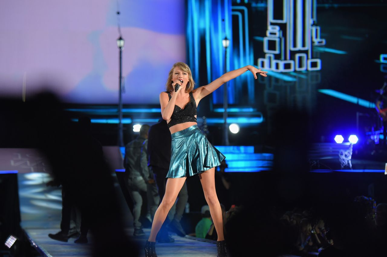 Taylor Swift  1989 World Tour Concert in Foxborough
