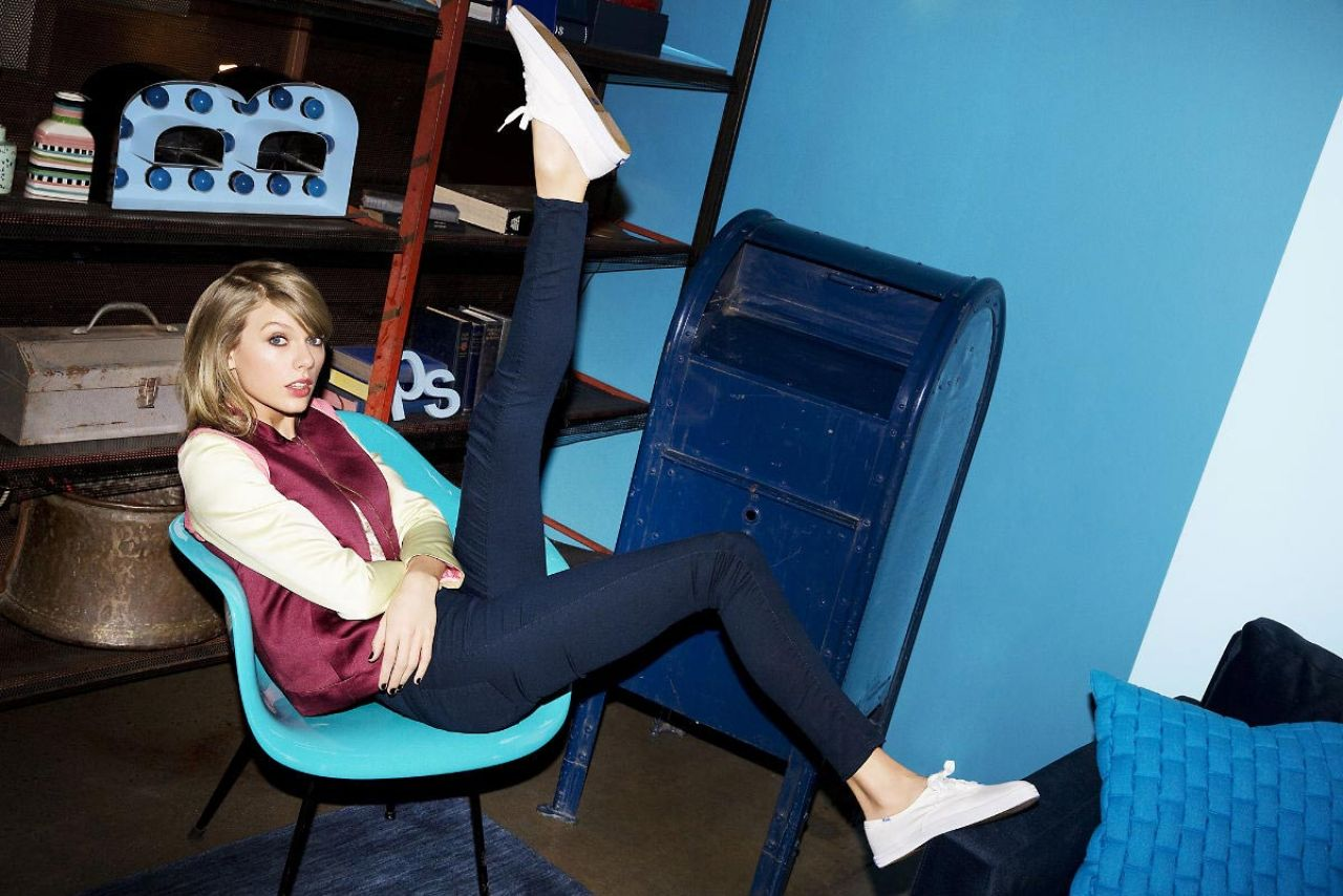 Fall Hills Wallpaper Taylor Swift Photoshoot For Keds 2015