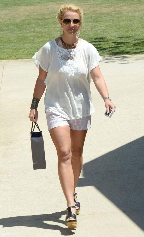 Britney Spears Shopping In Malibu August 2015