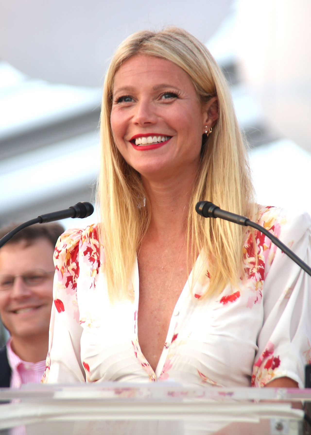 Gwyneth Paltrow Summer Style  PinkSunset Cocktail Party