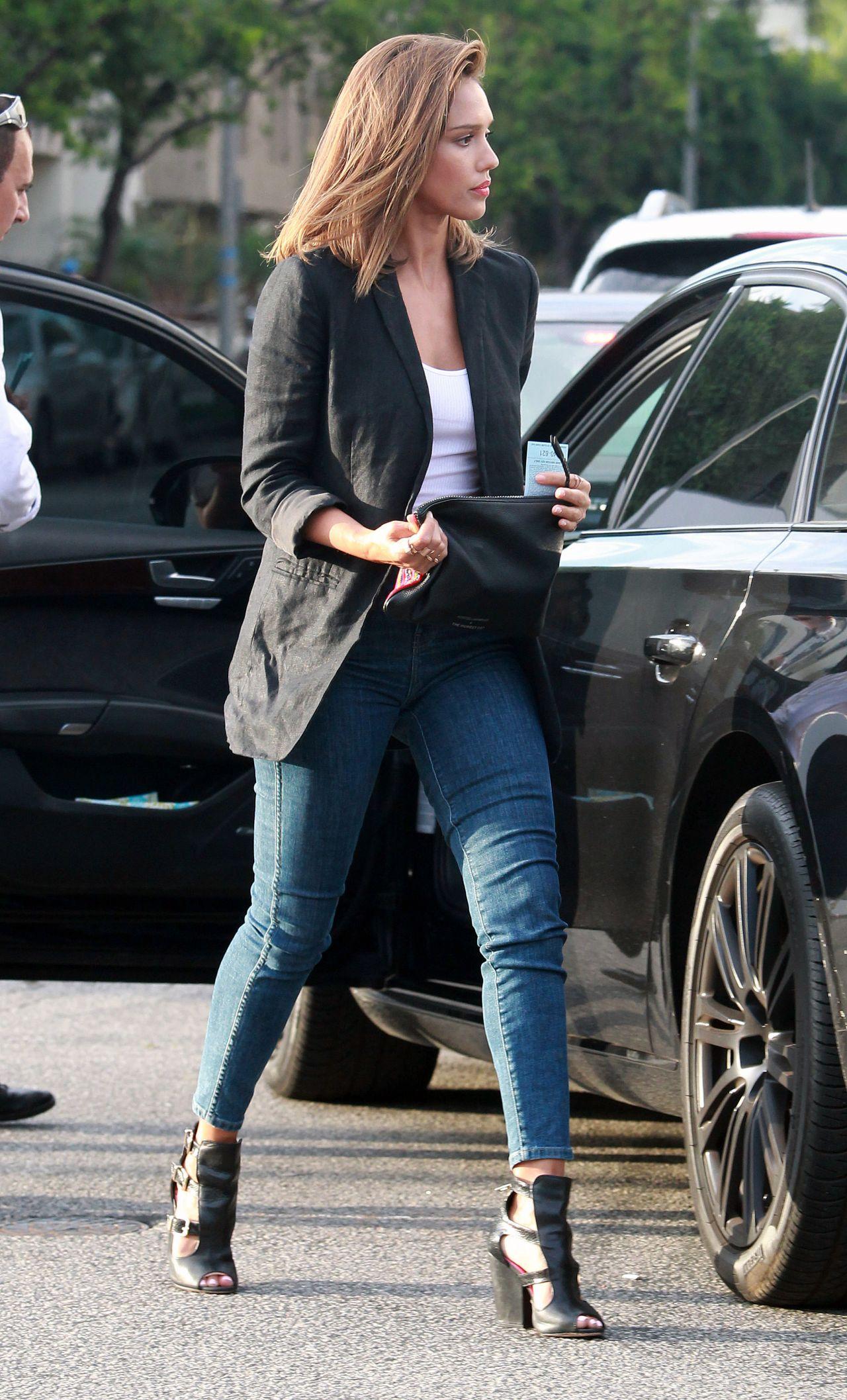 Jessica Alba In Jeans Shopping At The Rebecca Minkoff
