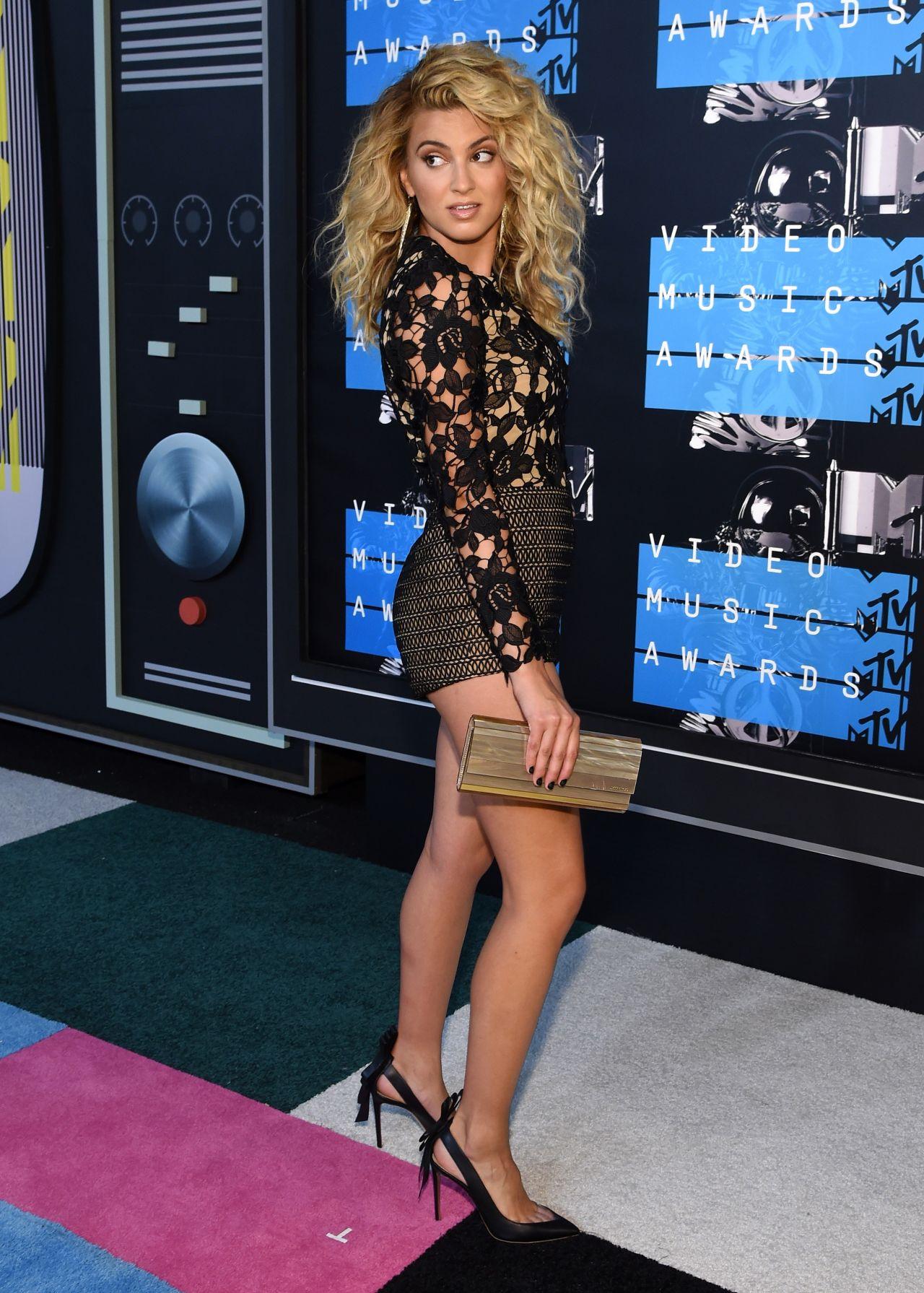 Tori Kelly  2015 MTV Video Music Awards at Microsoft