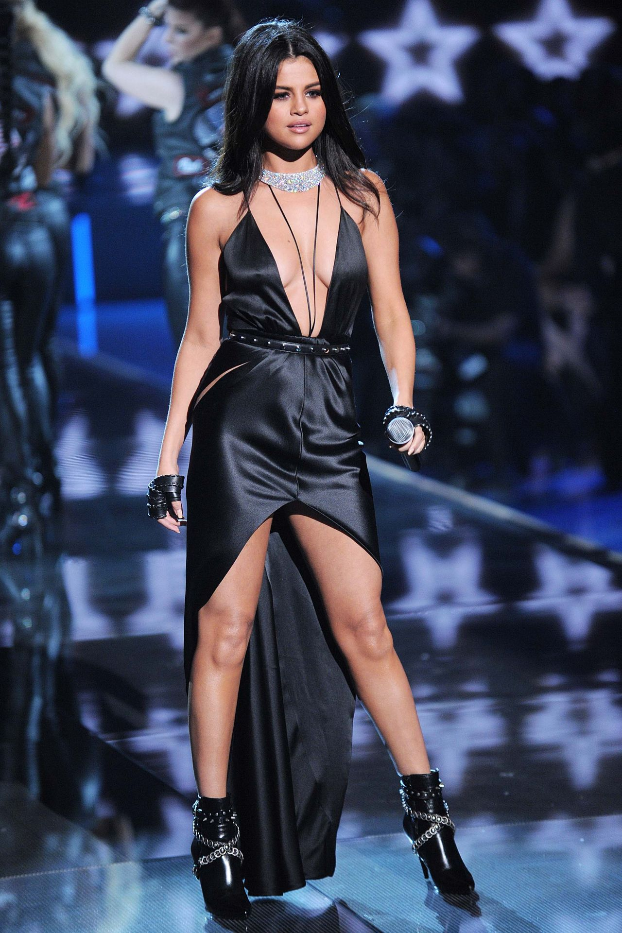 Selena Gomez  Performs at Victorias Secret Fashion Show in NYC November 2015