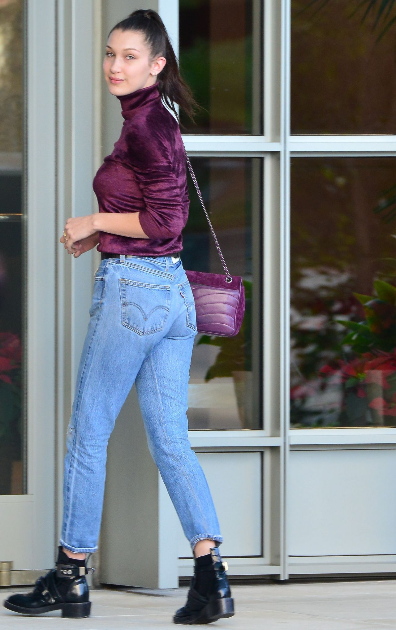 Bella Hadid Booty In Jeans Beverly Hills 12232015