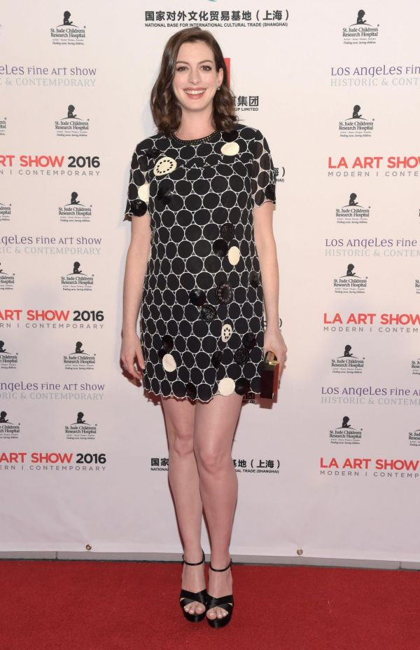 Anne Hathaway La Art Show And Los Angeles Fine