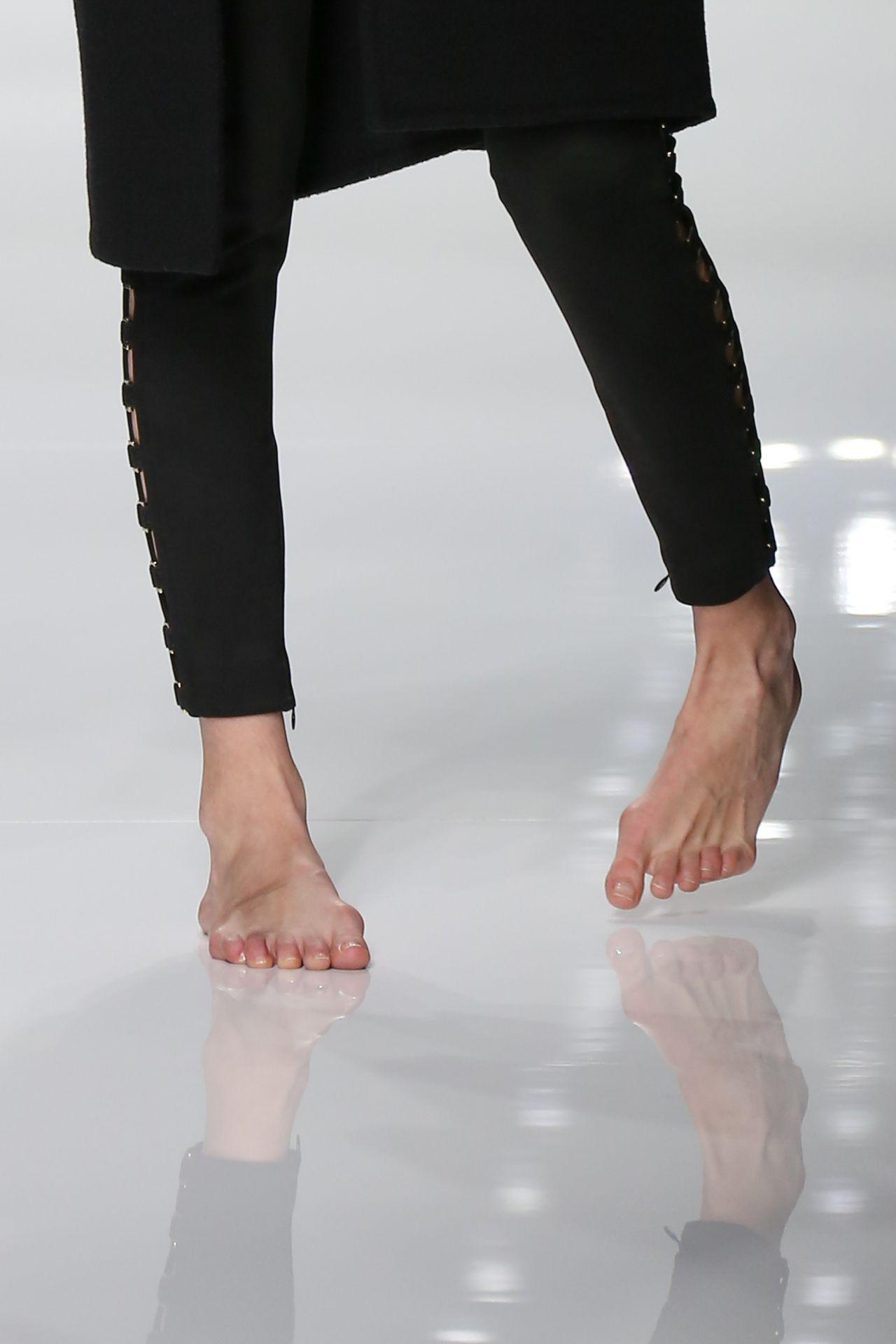 Gigi Hadid  Versace Catwalk Before The Haute Couture Spring Summer 2016 Paris Fashion Week 1