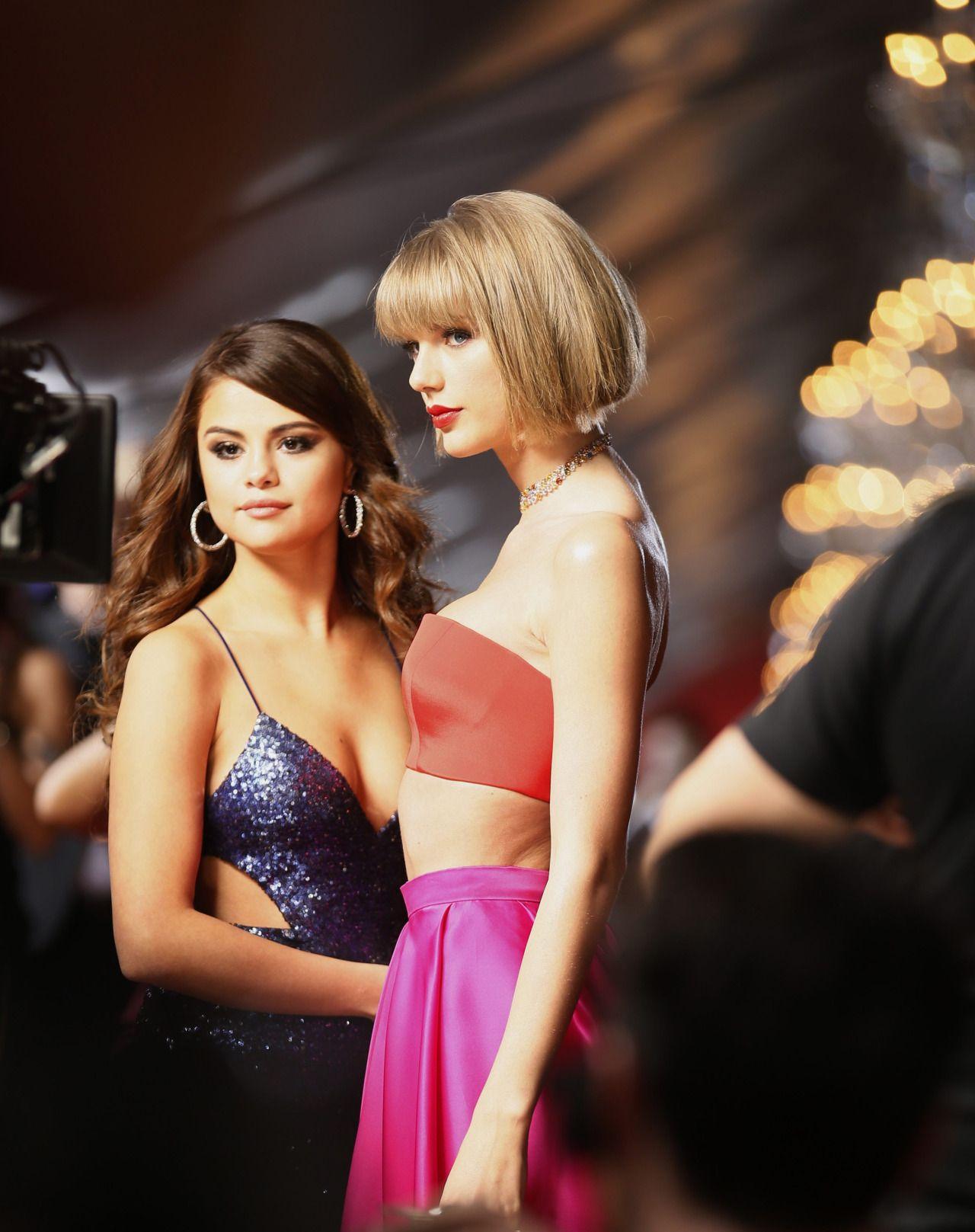 Selena Gomez Amp Taylor Swift 2016 Grammy Awards In Los