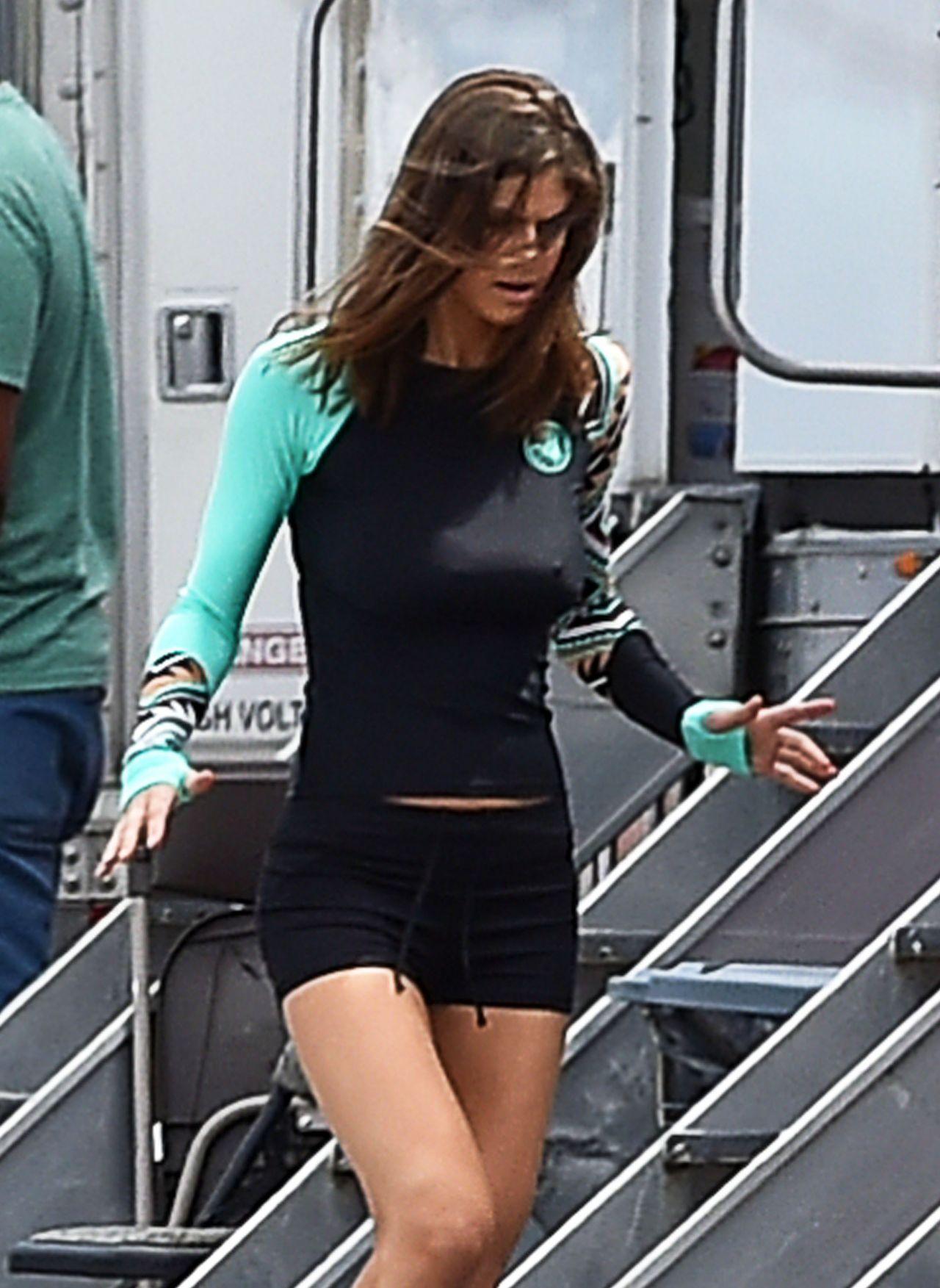Alexandra Daddario  On the Set of Baywatch in Boca