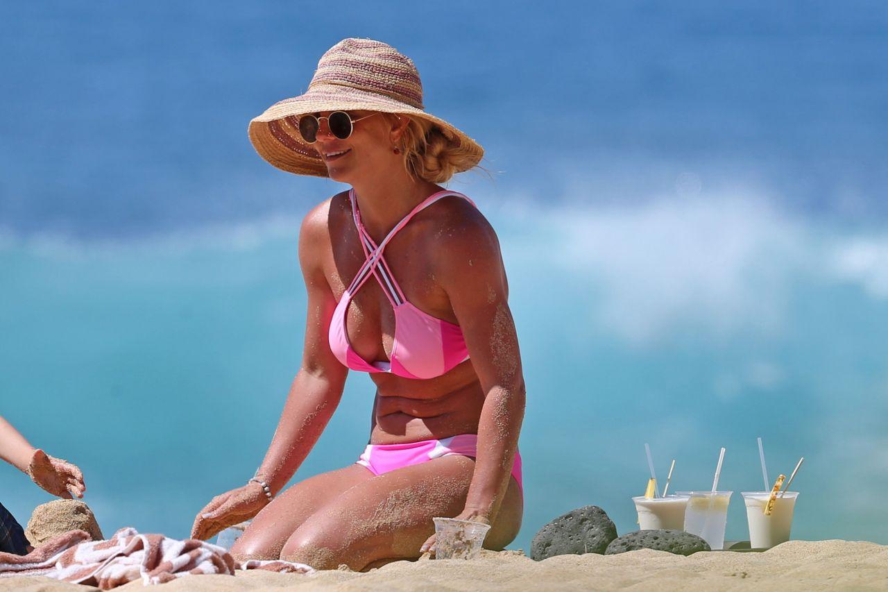 Britney Spears Bikini Candids Beach In Hawaii 3312016