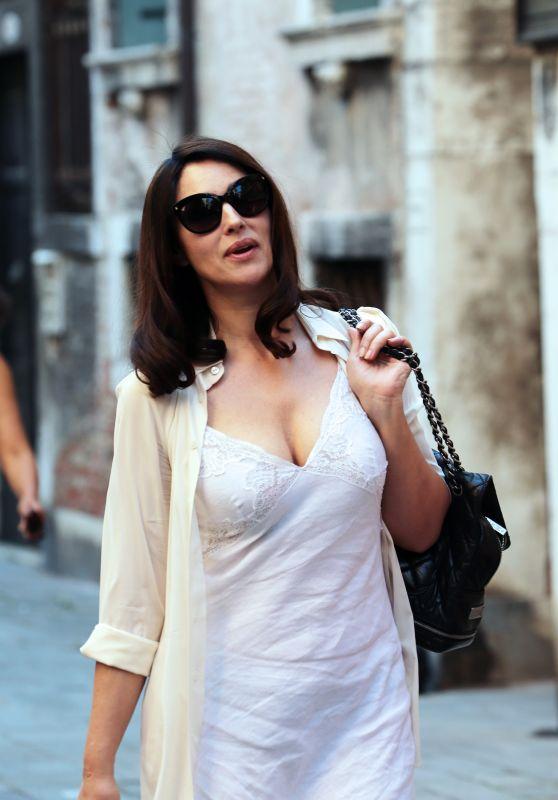 Monica Bellucci - Chegando no Conjunto de