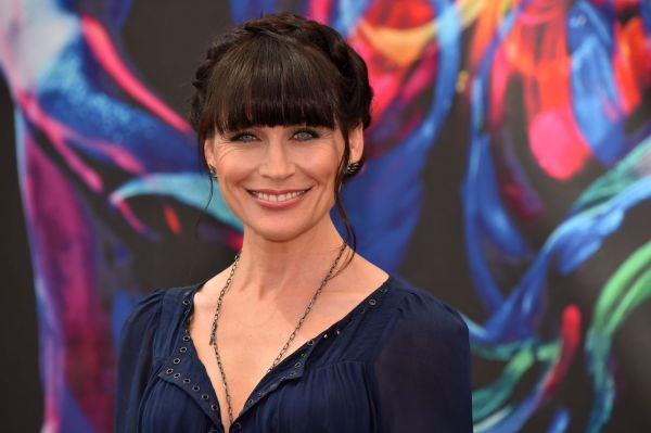 Who Does Rena Sofer S Hair - Year of Clean Water