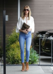 Rosie Huntington-whiteley In Tight Jeans