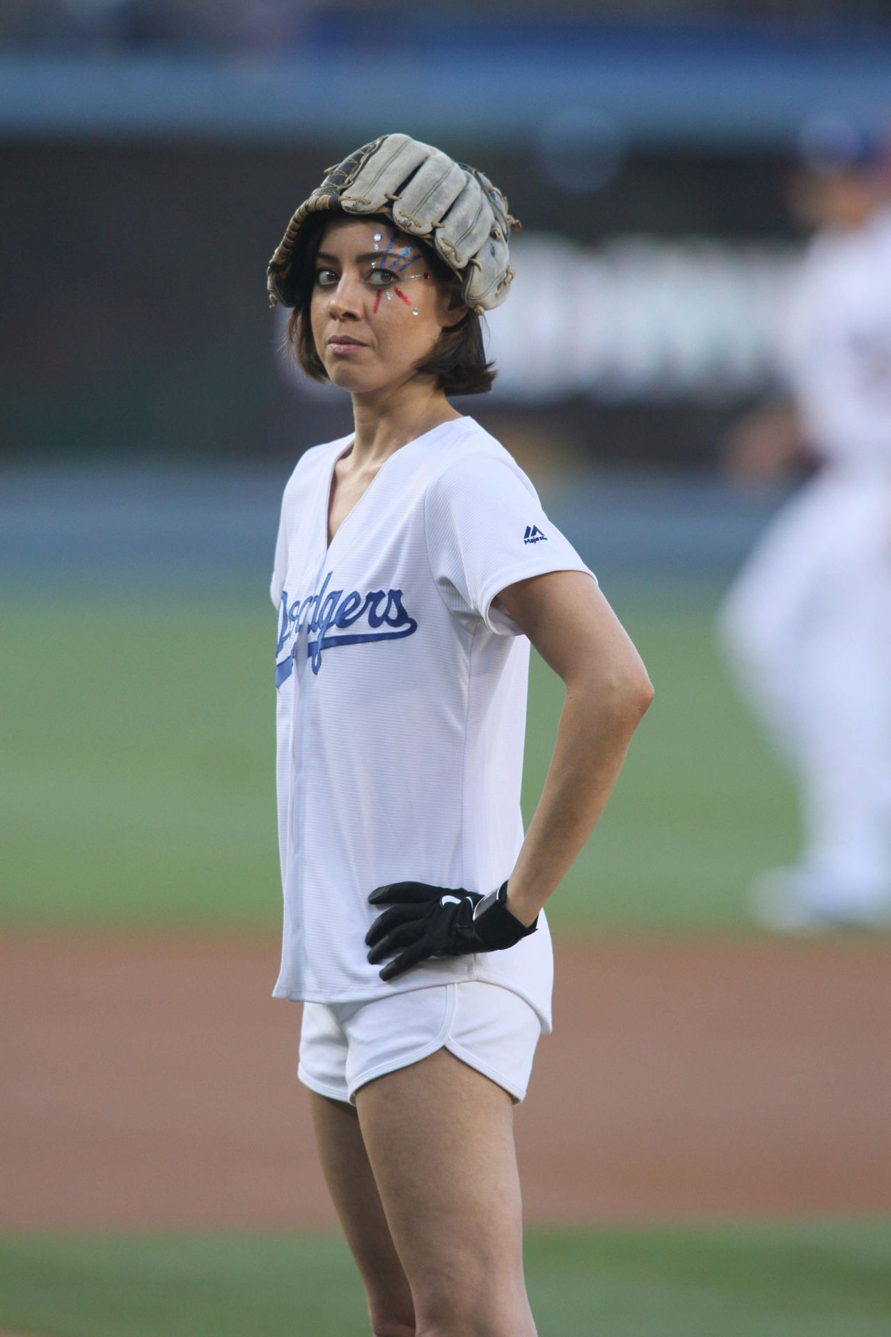 Aubrey Plaza  Throwing Out the First Pitch at the LA