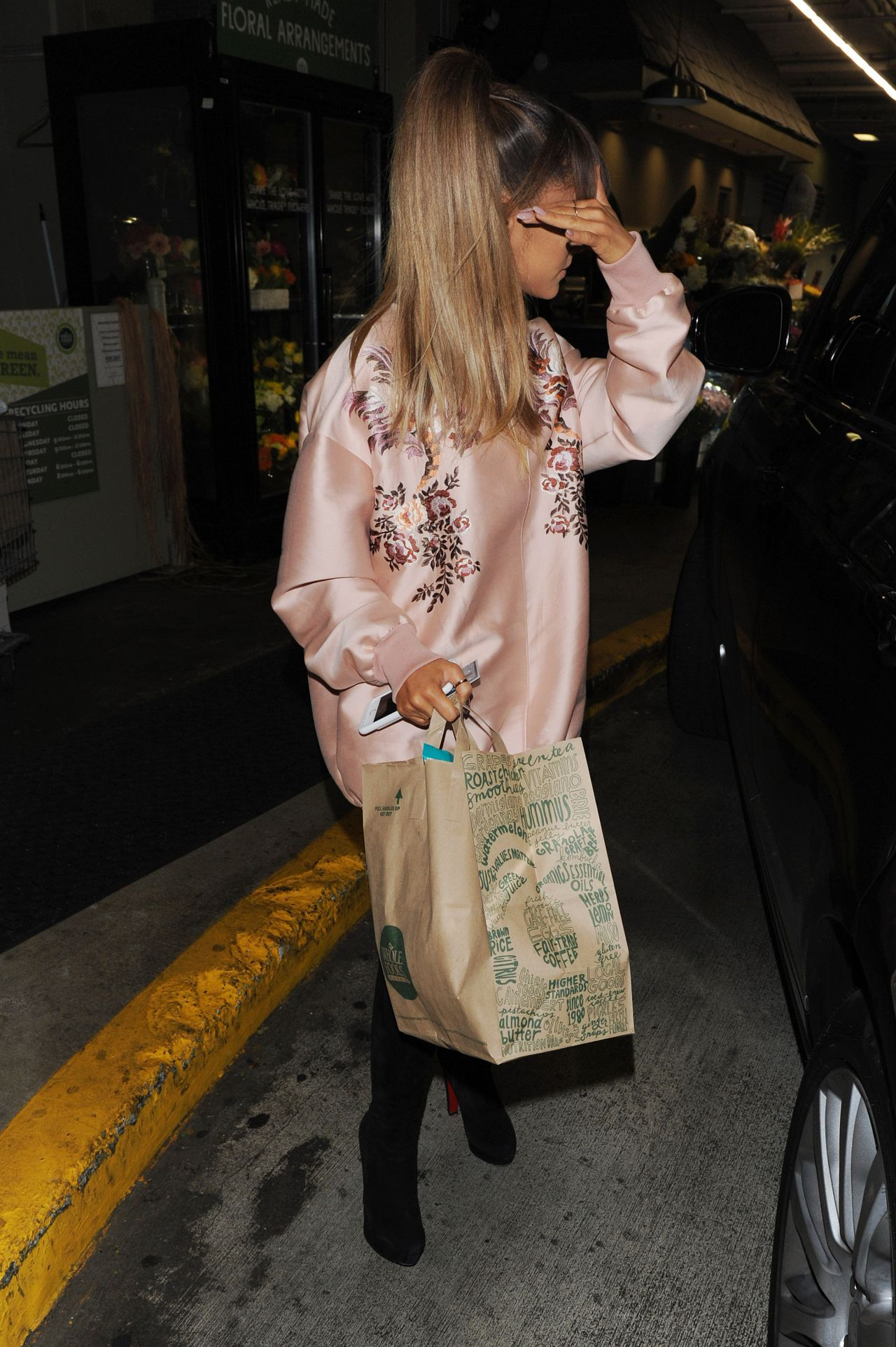 Ariana Grande  Shopping at Whole Foods in Beverly Hills 822016