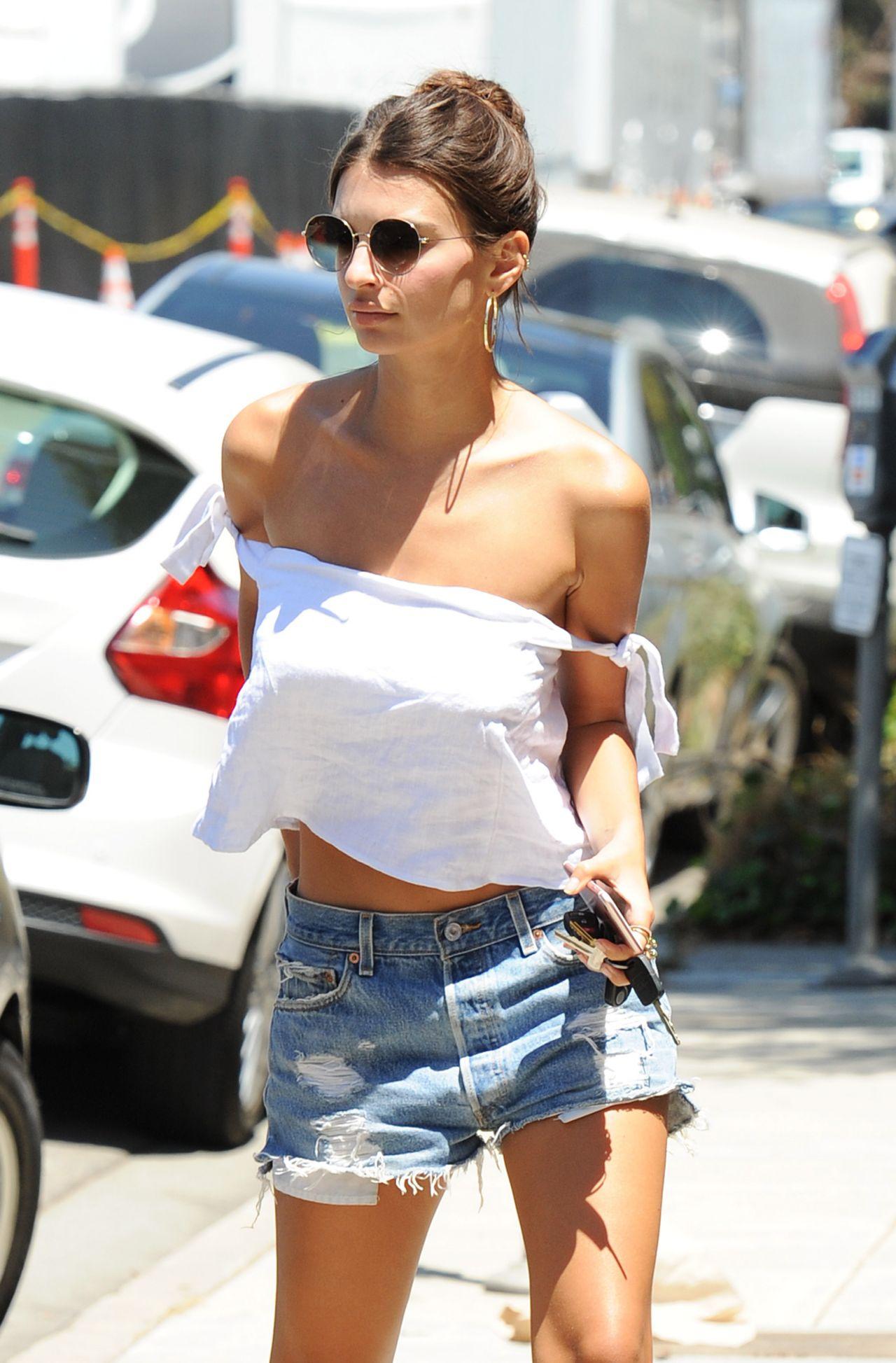 Emily Ratajkowski Summer Street Style  Los Angeles 08112016