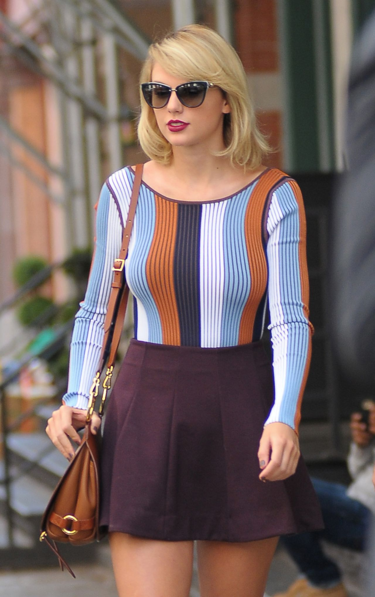 Taylor Swift Inspiring Style  Leaving Her Apartment in