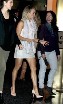 Carrie Underwood Today Show Candid - Celeblr