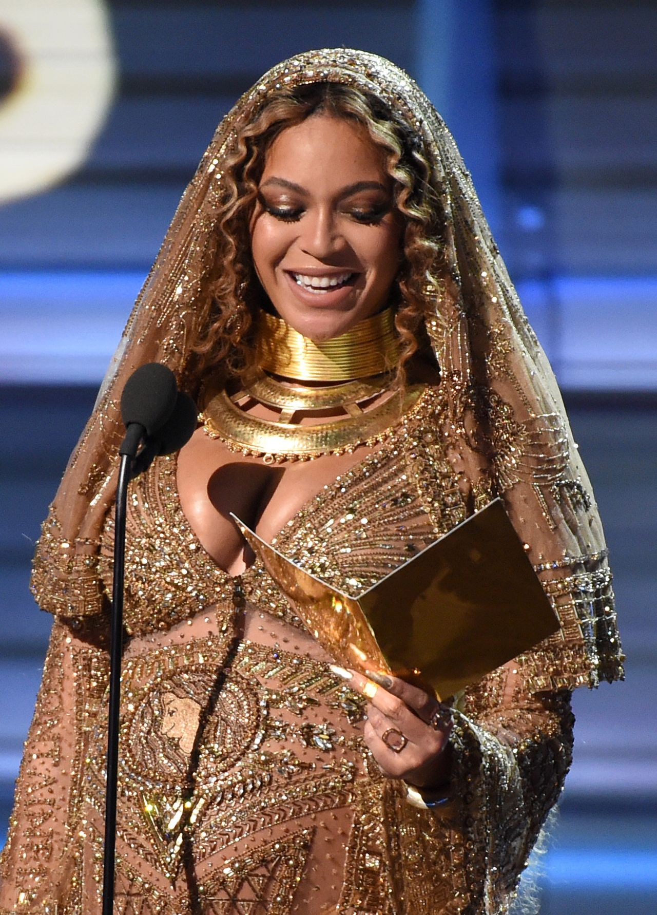 Beyonc Performs at 59th Annual GRAMMY Awards in Los Angeles 02122017