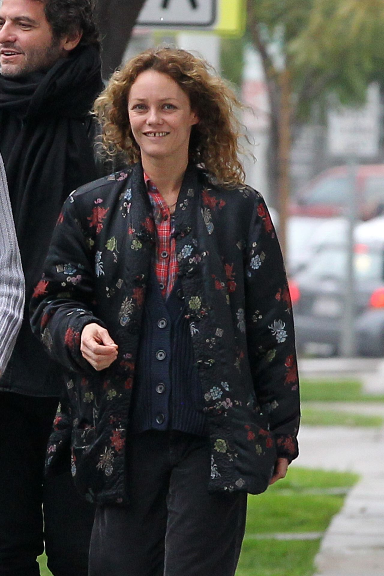 Vanessa Paradis Having Lunch With Few Friends At Eds