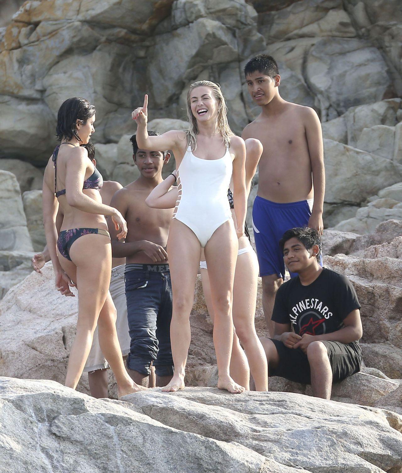 Julianne Hough Amp Nina Dobrev In Bikini Cabo San Lucas 3