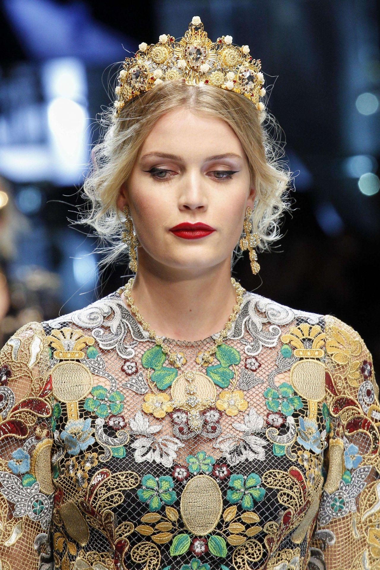 Kitty Spencer Dolce Gabbana Show Runway On Milan Fashion