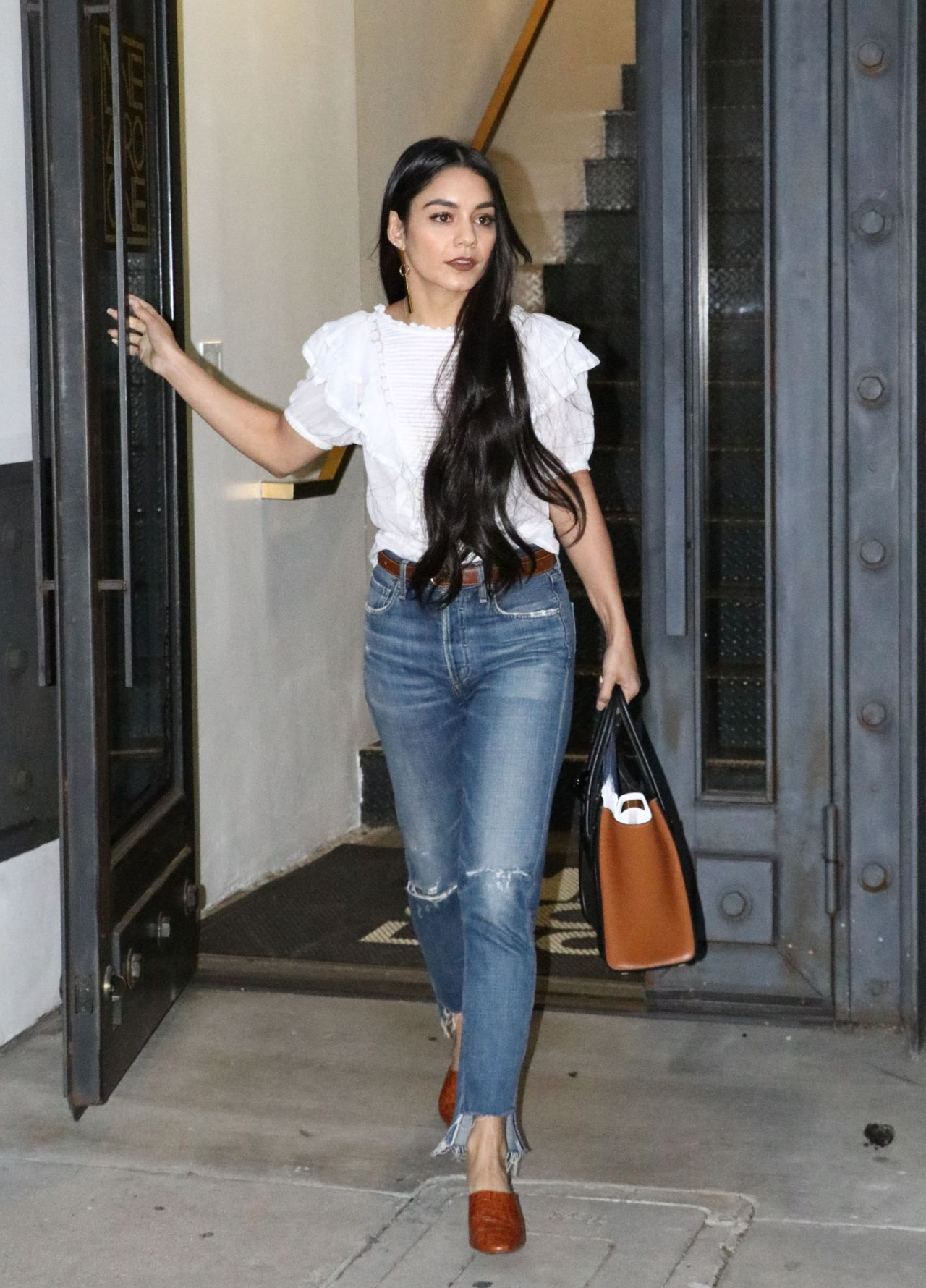 Vanessa Hudgens at Nine Zero One Hair Salon in LA 315 2017