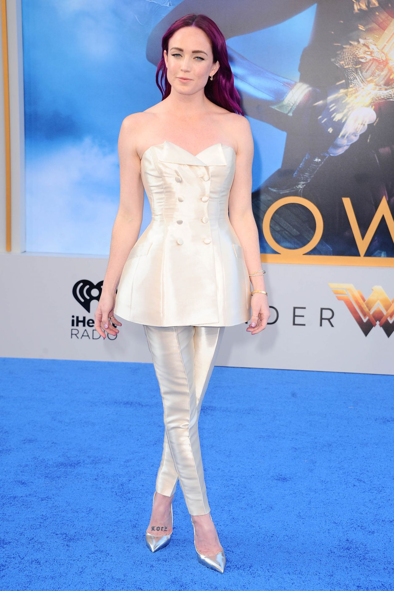 Fall Cat Wallpaper Caity Lotz Quot Wonder Woman Quot Movie Premiere In Los Angeles