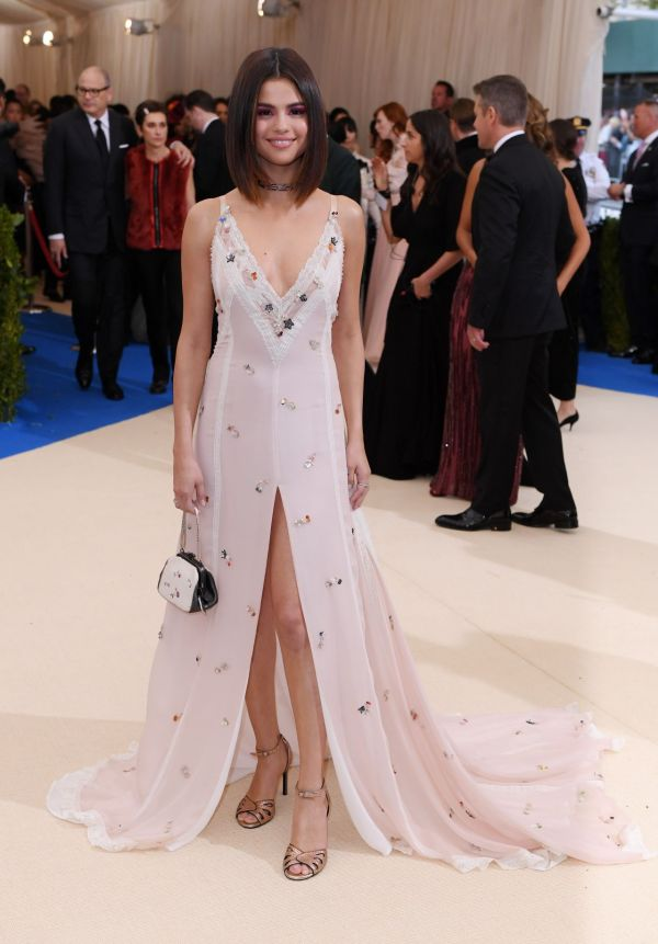 Selena Gomez - Met Gala Metropolitan Museum Of Art In York 05 01 2017