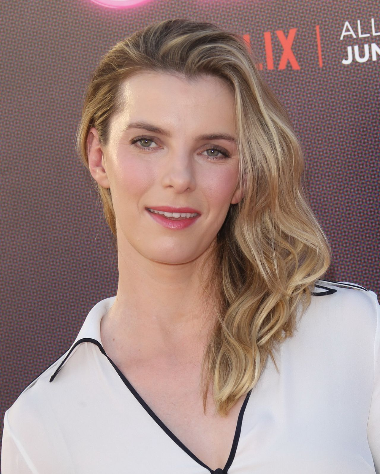 Betty Gilpin Glow Tv Show Premiere In Los Angeles 06 21 2017