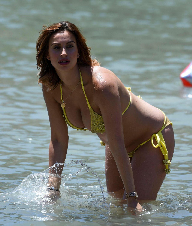 ferne-mccann-in-yellow-bikini-on-beach-in-majorca-spain-07-07-2017-4.jpg (1280×1507)