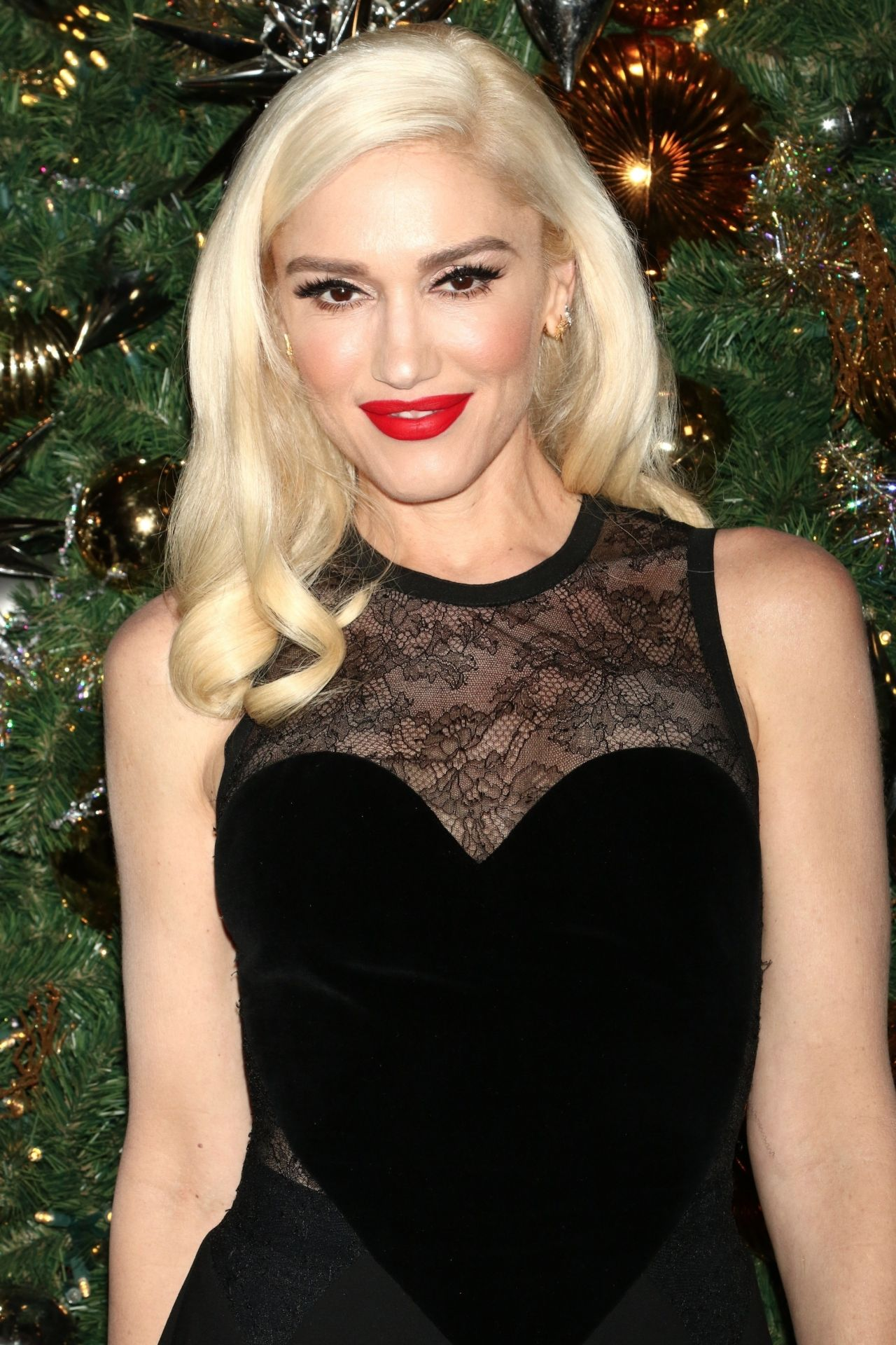 Gwen Stefani  Empire State Building Lighting Ceremony in NYC 11202017