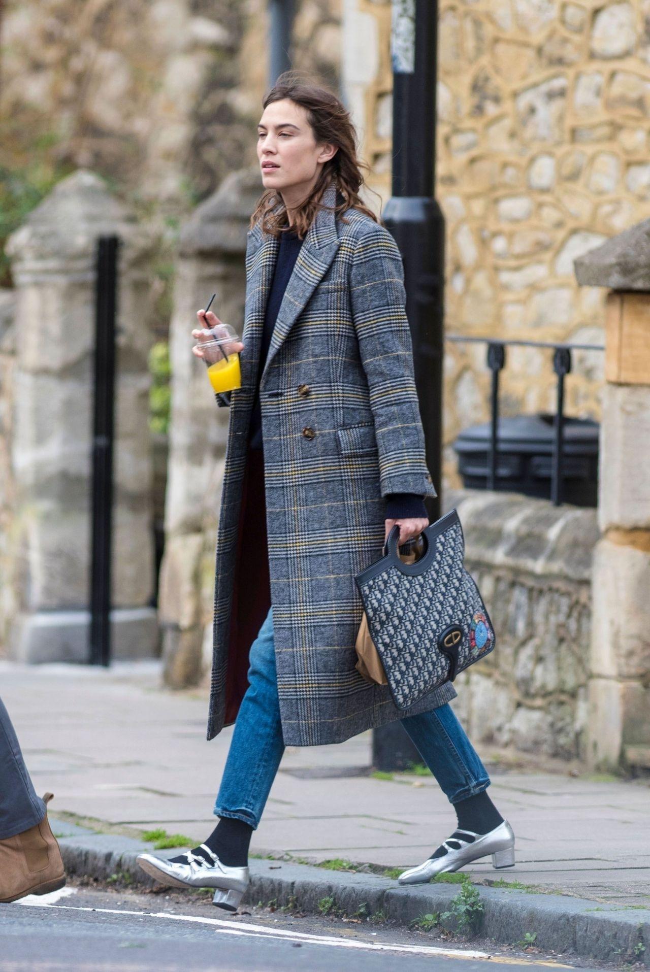 Alexa Chung Street Fashion North London 03192018