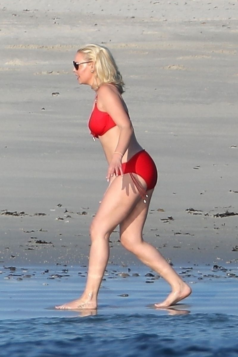 Katherine Heigl in Bikini  Beach in Puerta Vallarta 0306