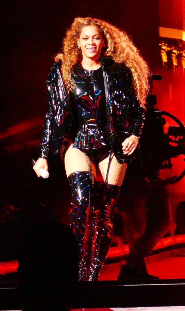 Beyonce Performs In Leather Coachella 04 21 2018