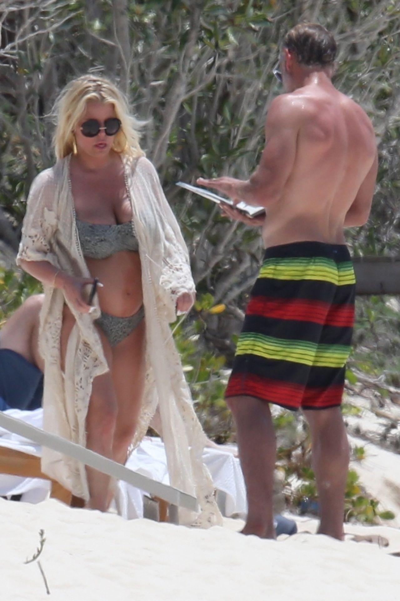 Jessica Simpson Bikini Candids  Bahamas 04272018