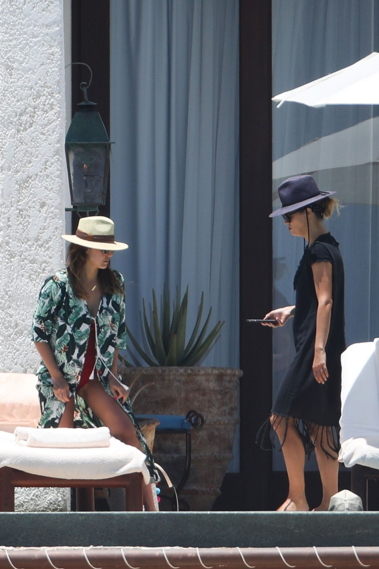 https://i0.wp.com/celebmafia.com/wp-content/uploads/2018/05/jessica-alba-relaxing-at-a-resort-in-cabo-san-lucas-05-02-2018-5.jpg