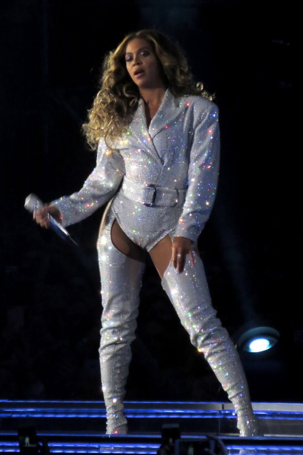 Beyonce Performs Live  On The Run II Tour in Vancouver