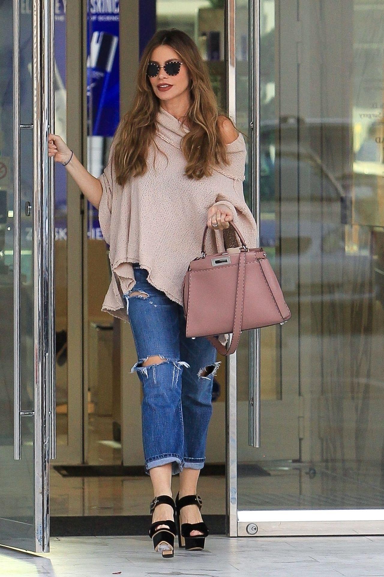 Sofia Vergara  Shopping in Beverly Hills 11132018