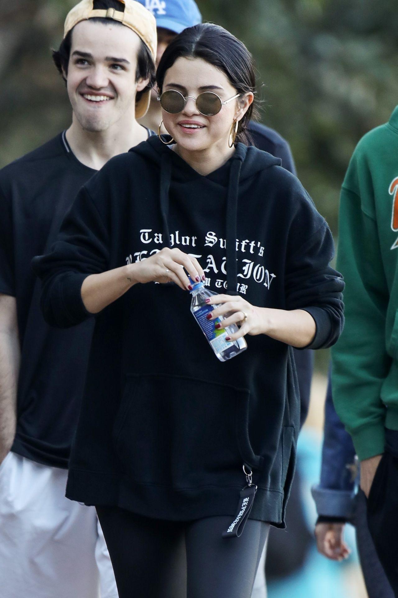 Selena Gomez  Hiking in LA 01042019